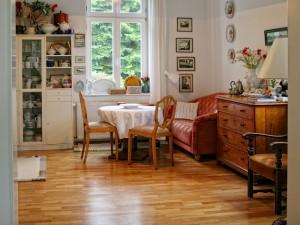 """Ferienwohnung """"Blitzblank"""": Blick  in die gemütliche Wohnküche"""