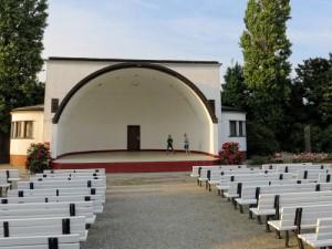 """Ruhe vor dem Sturm: der Musikpavillon (""""Konzertmuschel"""") in Zinnowitz"""